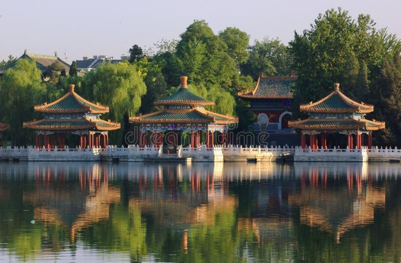 ο δράκος πέντε του Πεκίνου beihai σταθμεύει το περίπτερο στοκ φωτογραφία με δικαίωμα ελεύθερης χρήσης