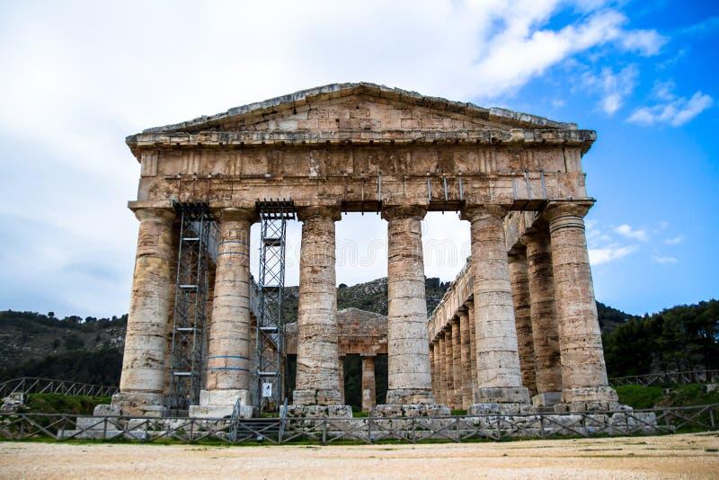 Ο δωρικός ναός Segesta στη Σικελία, Ιταλία στοκ φωτογραφία με δικαίωμα ελεύθερης χρήσης