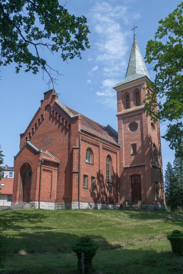 Ο εβαγγελικός - εκκλησία του Άουγκσμπουργκ των αποστόλων Peter και Paul σε Pyskowice στοκ εικόνα με δικαίωμα ελεύθερης χρήσης