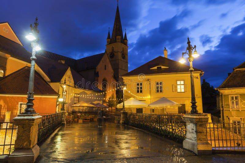 Ο εβαγγελικός καθεδρικός ναός Αγίου Mary και γέφυρα βρίσκεται στο Sibiu στοκ φωτογραφία με δικαίωμα ελεύθερης χρήσης