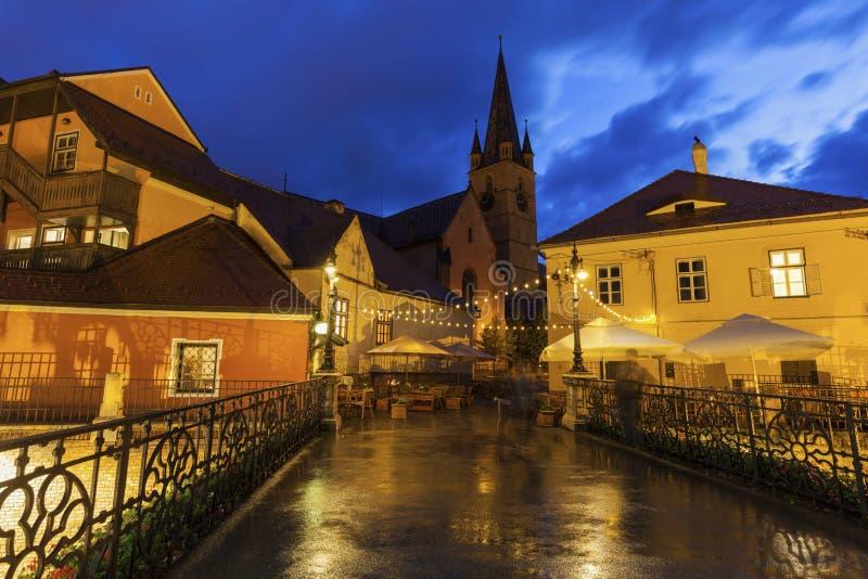 Ο εβαγγελικός καθεδρικός ναός Αγίου Mary και γέφυρα βρίσκεται στο Sibiu στοκ εικόνες με δικαίωμα ελεύθερης χρήσης