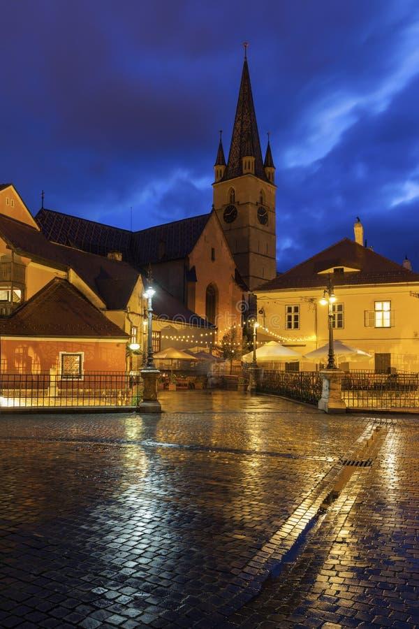 Ο εβαγγελικός καθεδρικός ναός Αγίου Mary και γέφυρα βρίσκεται στο Sibiu στοκ εικόνες