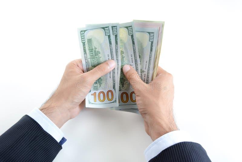 Ο επιχειρηματίας δίνει τα μετρώντας χρήματα, λογαριασμοί αμερικανικών δολαρίων (Δολ ΗΠΑ) στοκ εικόνες