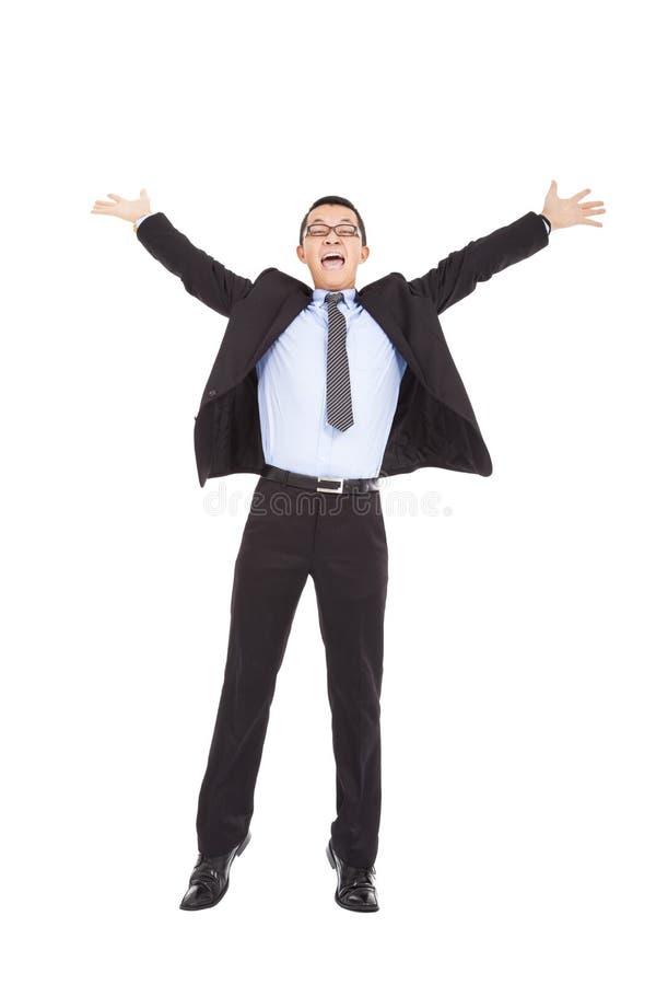 Ο επιχειρηματίας αισθάνεται ευτυχής να αυξήσει τα χέρια και το άλμα του στοκ φωτογραφίες