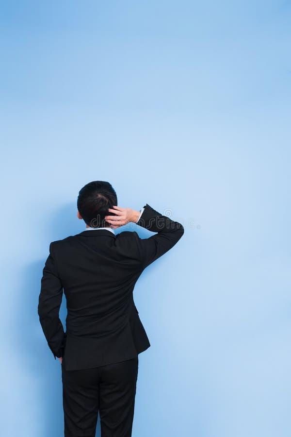 Ο επιχειρηματίας αισθάνεται ότι συγχύσετε στοκ εικόνες
