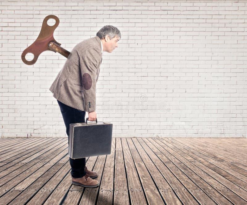 Ο επιχειρηματίας με κουρδίζει το κλειδί στοκ εικόνα