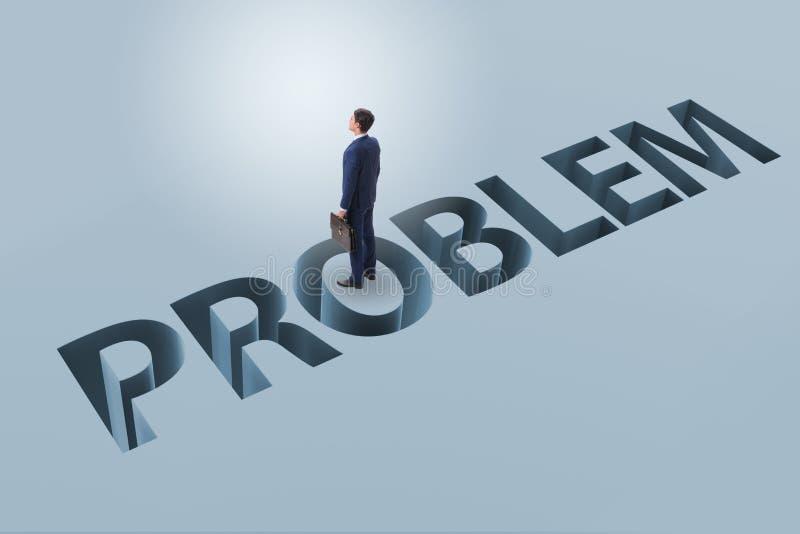 Ο επιχειρηματίας που υπερνικά το επιχειρησιακό οικονομικό πρόβλημα στοκ φωτογραφίες