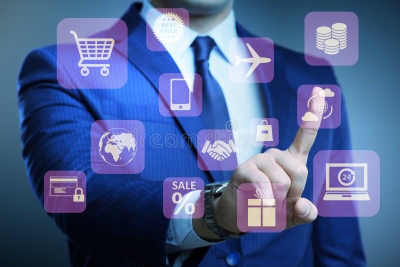 Ο επιχειρηματίας στην έννοια on-line εμπορικών συναλλαγών και αγορών ελεύθερη απεικόνιση δικαιώματος