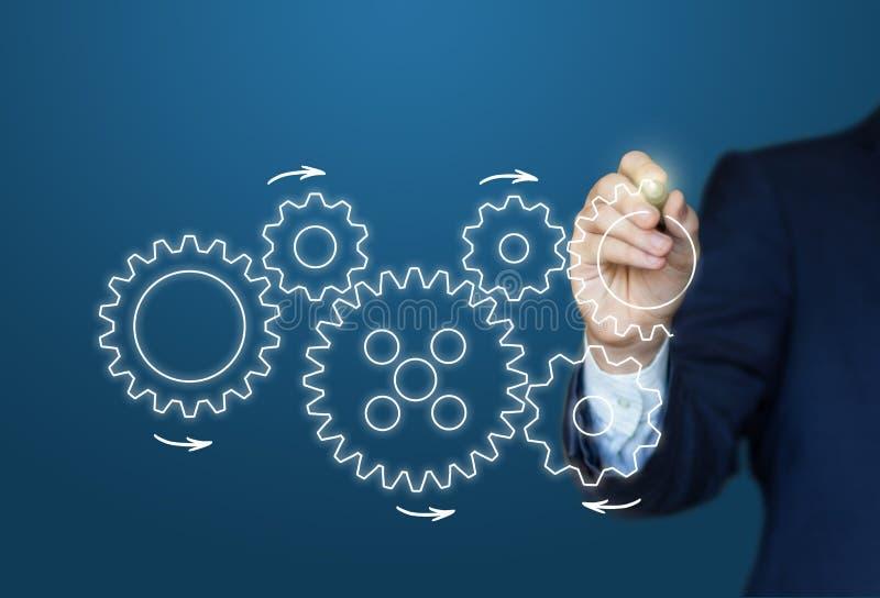 Ο επιχειρηματίας σύρει το εργαλείο στην έννοια επιτυχίας απεικόνιση αποθεμάτων