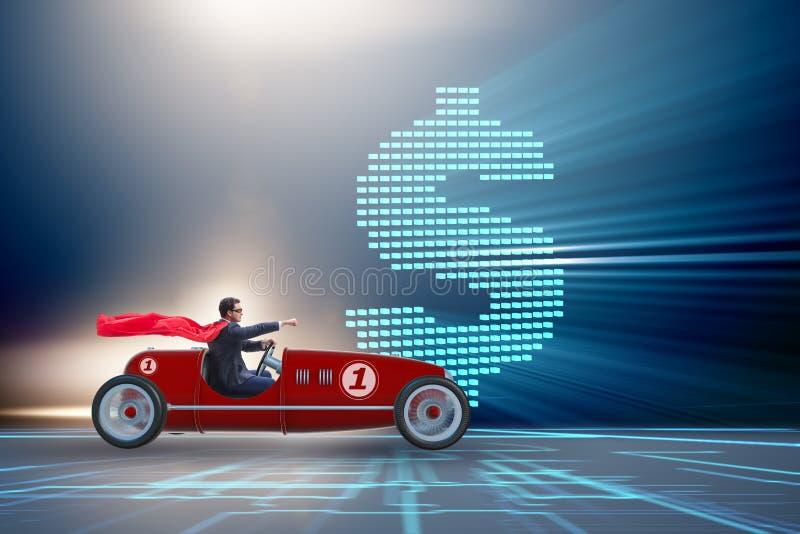 Ο επιχειρηματίας superhero που οδηγεί το εκλεκτής ποιότητας ανοικτό αυτοκίνητο στοκ φωτογραφία