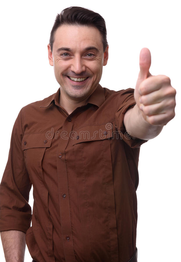 Ο εύθυμος τύπος παρουσιάζει αντίχειρά του στοκ φωτογραφίες