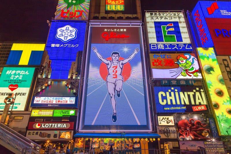 Ο ελαφρύς πίνακας διαφημίσεων ατόμων Glico και άλλες ελαφριές επιδείξεις στοκ φωτογραφία