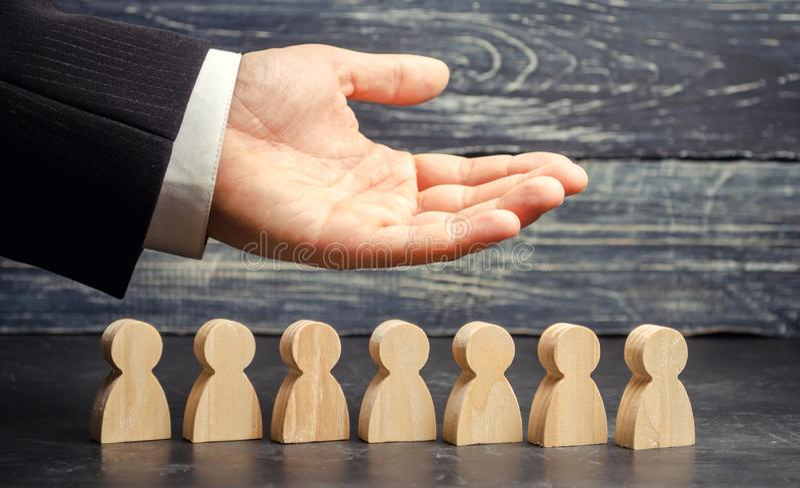 Ο ηγέτης CEO αντιπροσωπεύει την ομάδα ανθρώπινα μεγάλα στοιχεία συμπεριφοράς ανθρώπων ομάδας επιχειρησιακών επιχειρηματιών Επιχει στοκ εικόνες