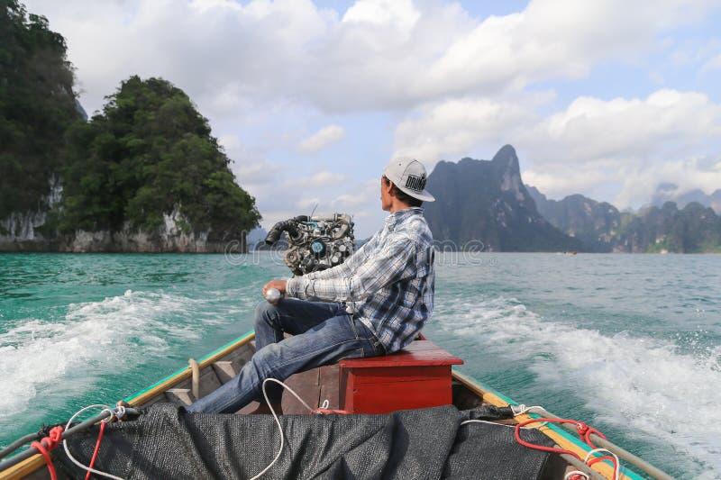 Οδηγός βαρκών στο φράγμα της Ταϊλάνδης στοκ φωτογραφίες με δικαίωμα ελεύθερης χρήσης