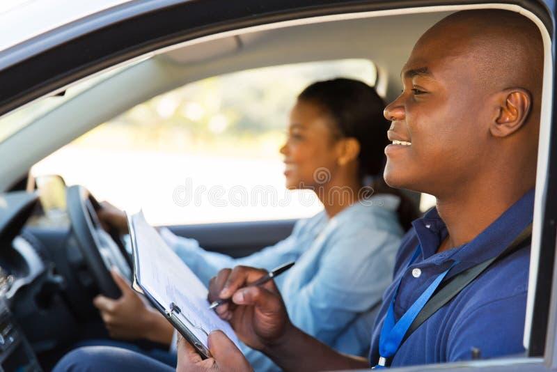 Οδηγώντας αυτοκίνητο εκπαιδευτικών στοκ εικόνες