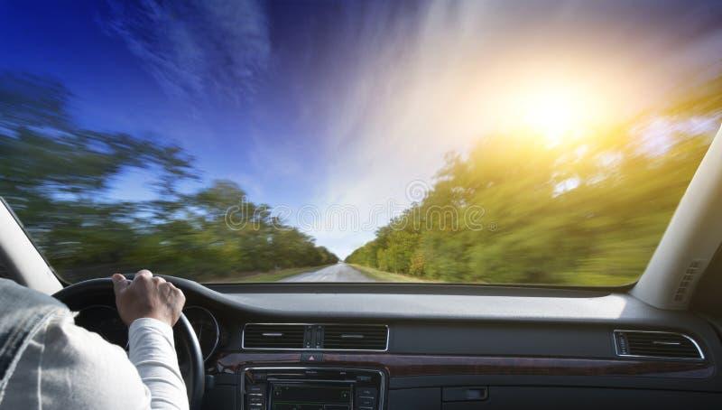 Οδηγώντας αυτοκίνητο στοκ εικόνες με δικαίωμα ελεύθερης χρήσης