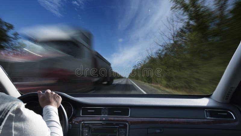 Οδηγώντας αυτοκίνητο στοκ εικόνα με δικαίωμα ελεύθερης χρήσης