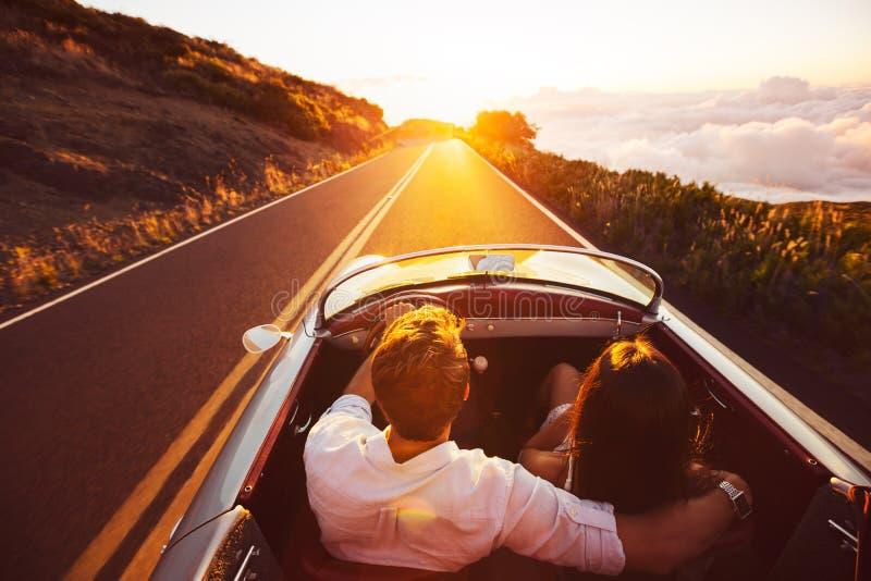 οδηγώντας ηλιοβασίλεμα στοκ εικόνα με δικαίωμα ελεύθερης χρήσης