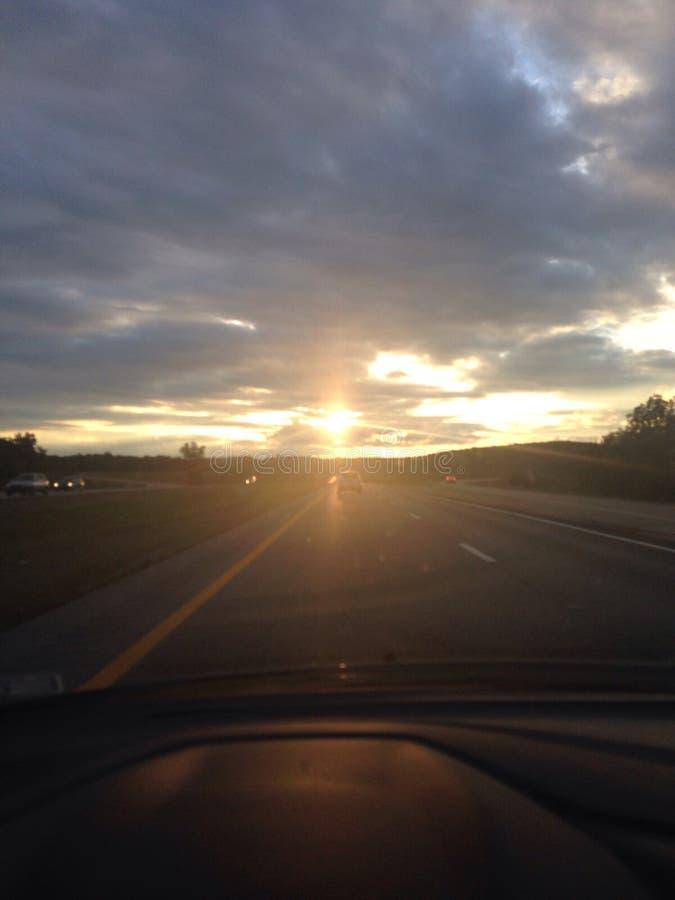 Οδηγώντας ηλιοβασίλεμα στοκ εικόνες με δικαίωμα ελεύθερης χρήσης