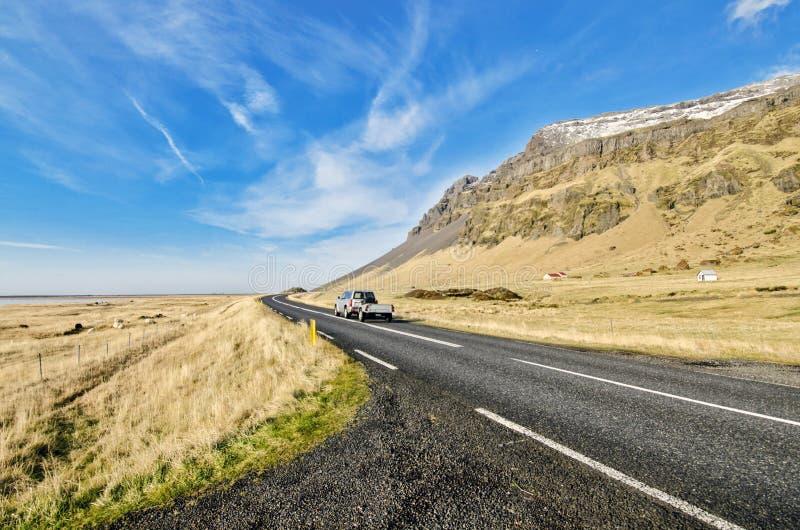 Οδηγώντας περιφερειακή οδός Ισλανδία στοκ φωτογραφία με δικαίωμα ελεύθερης χρήσης