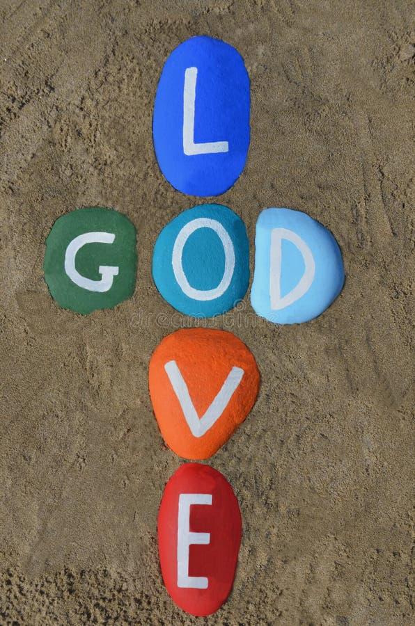 Ο Θεός είναι αγάπη, πολύχρωμη σύνθεση πετρών στοκ εικόνα με δικαίωμα ελεύθερης χρήσης