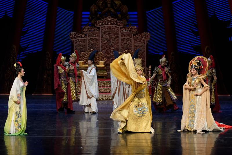 Ο θυμός του αυτοκράτορα του Tang η δυναστεία-δεύτερη πράξη: μια γιορτή στην πριγκήπισσα ` μεταξιού δράματος ` χορού παλάτι-έπους στοκ εικόνες με δικαίωμα ελεύθερης χρήσης