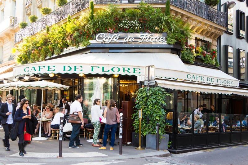 Ο διάσημος καφές de Flore, Παρίσι, Γαλλία στοκ φωτογραφία με δικαίωμα ελεύθερης χρήσης