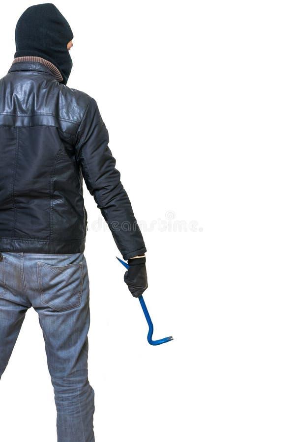 Ο διαρρήκτης ή ο κλέφτης από κρατά πίσω το λοστό διαθέσιμο απομονωμένο οπισθοσκόπο λευκό στοκ εικόνα με δικαίωμα ελεύθερης χρήσης