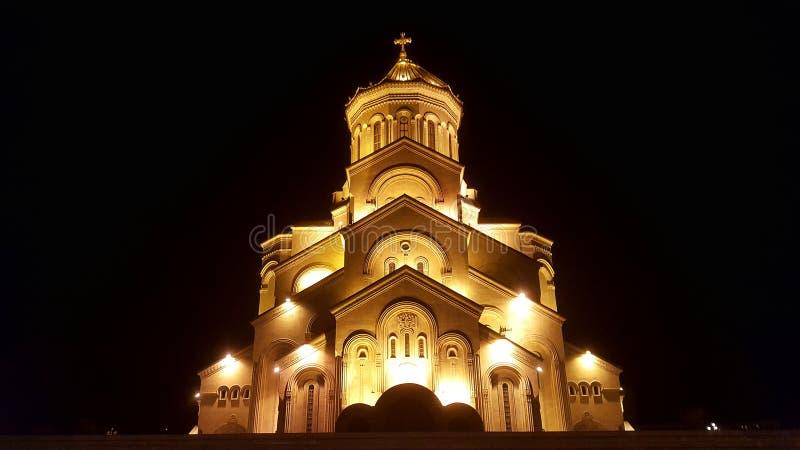 Ο ιερός καθεδρικός ναός τριάδας της εκκλησίας του Tbilisi Tsminda Sameba στο Tbilisi, Γεωργία στοκ εικόνα