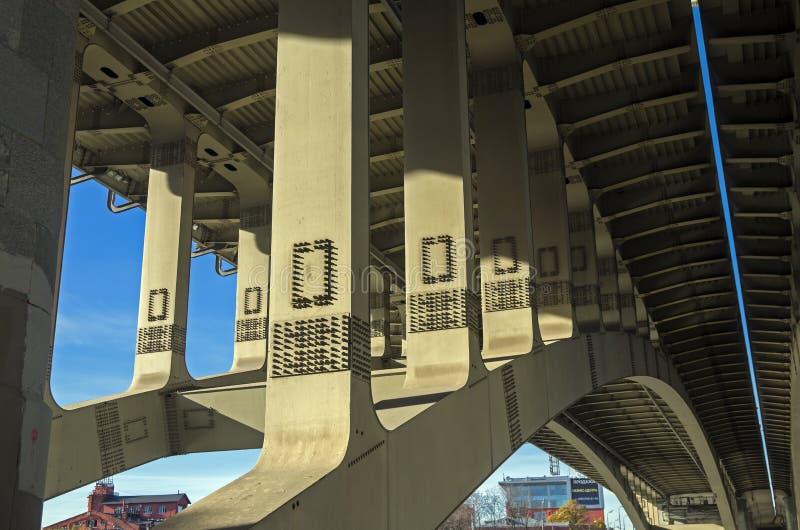 Οδική γέφυρα - άποψη από κάτω από. στοκ φωτογραφία με δικαίωμα ελεύθερης χρήσης