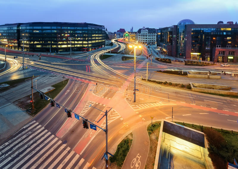 Οδική σύνδεση σε Wroclaw το βράδυ Πολωνία στοκ φωτογραφία