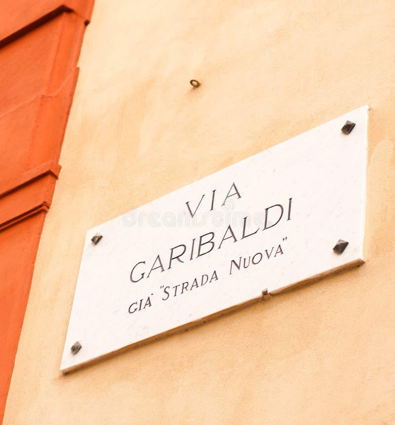 Οδικό σημάδι στην ένδειξη της Γένοβας Ιταλία αρχαία μέσω του garibaldi στοκ εικόνες