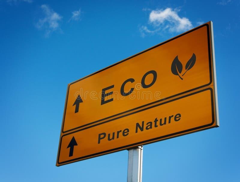Οδικό σημάδι φύσης Eco καθαρό με τα φύλλα εικονιδίων. στοκ εικόνα με δικαίωμα ελεύθερης χρήσης
