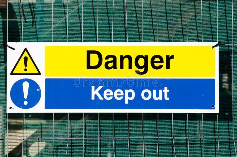 Ο κίνδυνος κρατά έξω το σημάδι στοκ φωτογραφία