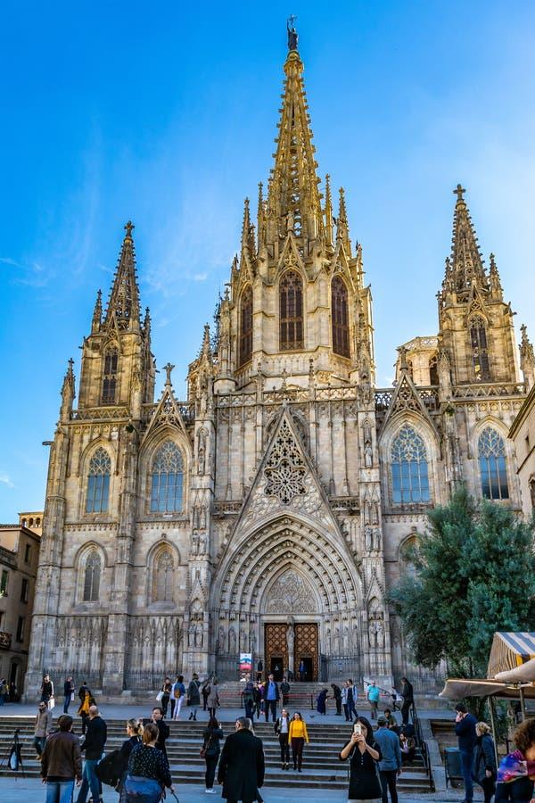 Ο καθεδρικός ναός του ιερών σταυρού και του Αγίου Eulalia, επίσης γνωστός ως καθεδρικός ναός της Βαρκελώνης, στην Ισπανία στοκ φωτογραφίες