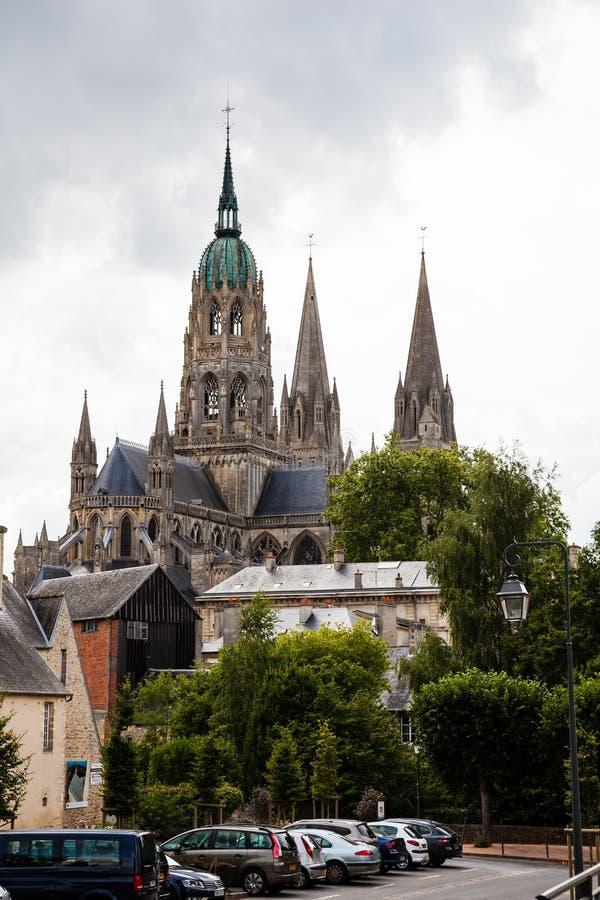Ο καθεδρικός ναός του Bayeux που είναι γνωστός για τη γοτθική αρχιτεκτονική του στοκ φωτογραφία με δικαίωμα ελεύθερης χρήσης