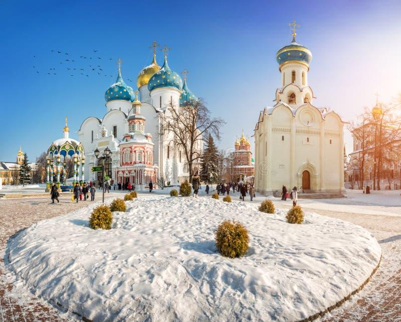 Ο καθεδρικός ναός υπόθεσης και η εκκλησία του ιερού πνεύματος σε Lavra στοκ φωτογραφίες