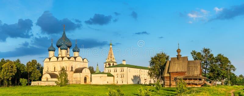 Ο καθεδρικός ναός Nativity και η εκκλησία του Άγιου Βασίλη στο Σούζνταλ, Ρωσία στοκ εικόνες με δικαίωμα ελεύθερης χρήσης