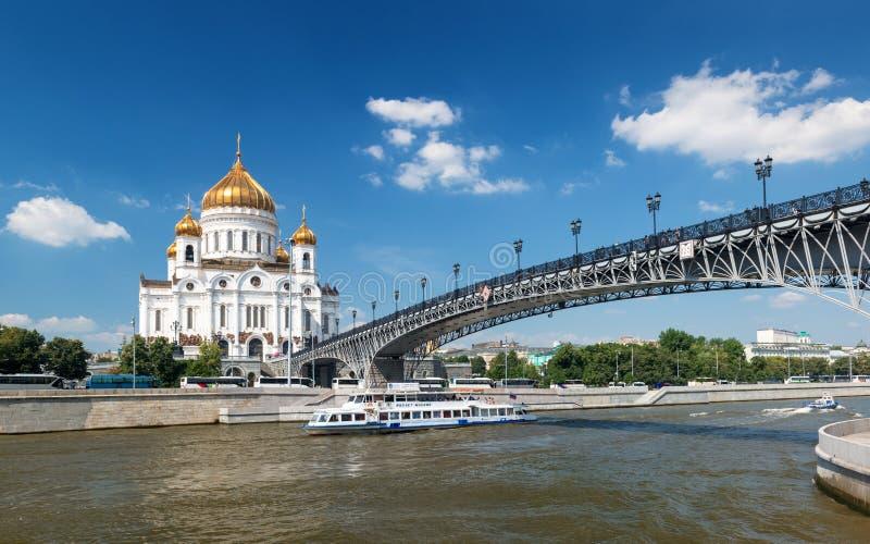 Ο καθεδρικός ναός Χριστού ο λυτρωτής και το Patriarshy γεφυρώνει στο MOS στοκ φωτογραφία