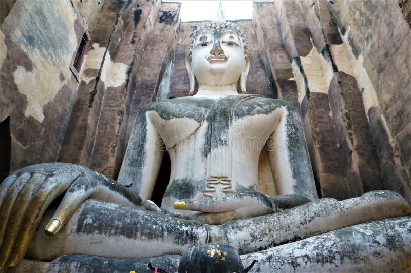 Ο καθισμένος Βούδας, Sukhotai, Ταϊλάνδη στοκ φωτογραφία με δικαίωμα ελεύθερης χρήσης