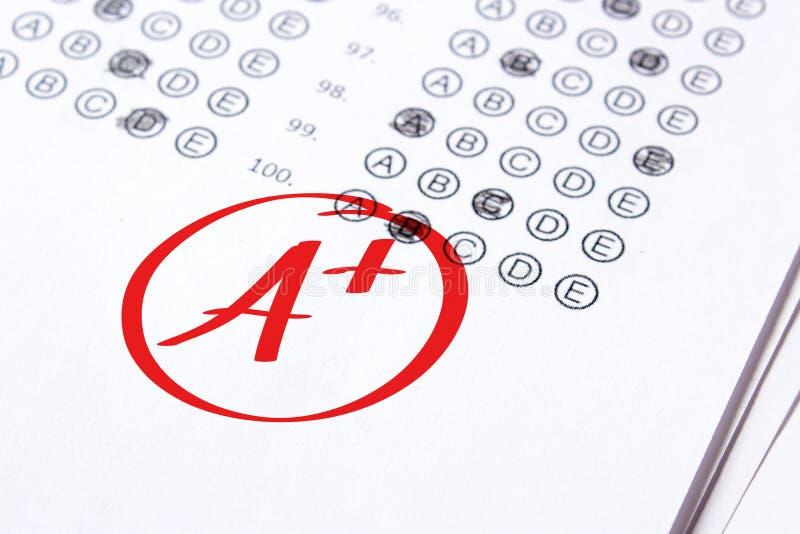 Ο καλός βαθμός του Α συν γράφεται με την κόκκινη μάνδρα στις δοκιμές στοκ εικόνα