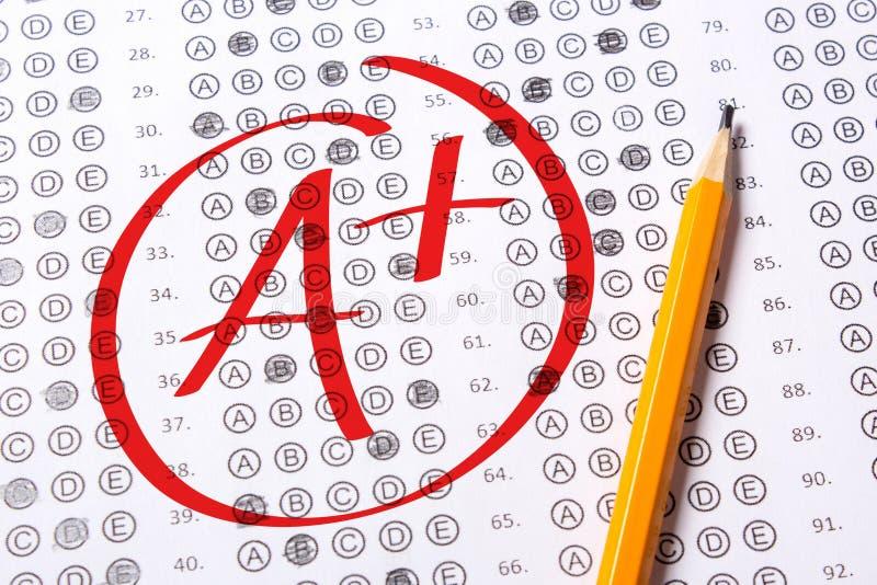 Ο καλός βαθμός του Α συν γράφεται με την κόκκινη μάνδρα στις δοκιμές στοκ εικόνα με δικαίωμα ελεύθερης χρήσης