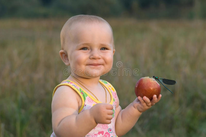 ο καρπός παιδιών αγαπά πολύ  στοκ φωτογραφία με δικαίωμα ελεύθερης χρήσης