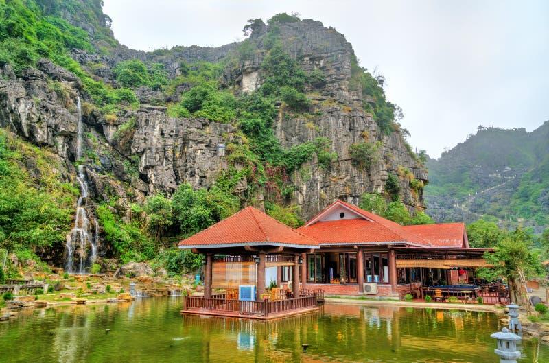 Ο καταρράκτης κρεμά Mua τη σπηλιά σε Trang, Βιετνάμ στοκ φωτογραφία με δικαίωμα ελεύθερης χρήσης