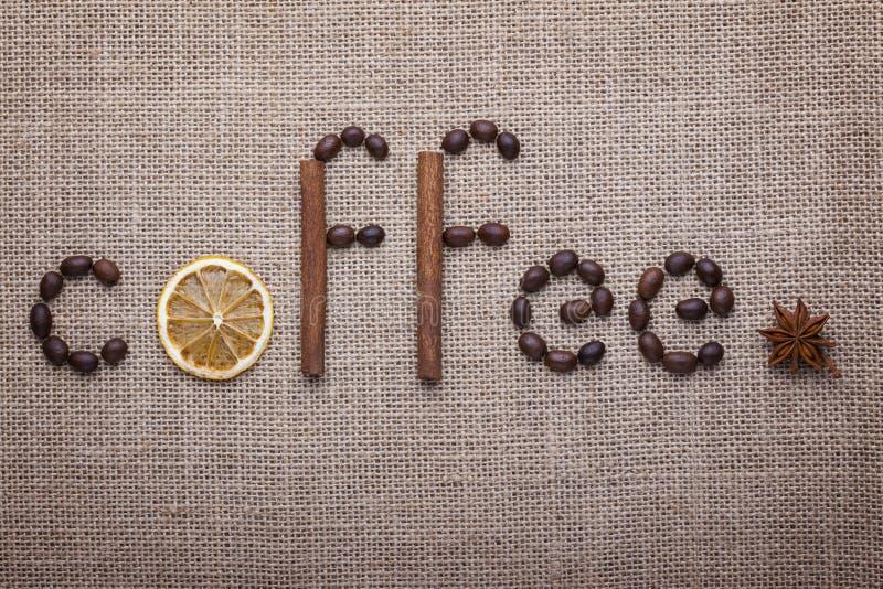Ο καφές επιγραφής των φασολιών καφέ στοκ φωτογραφίες