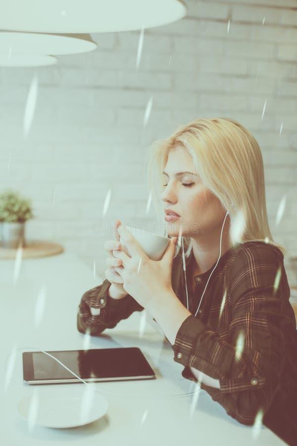 Ο καφές και η μουσική είναι το πάθος μου στοκ εικόνα με δικαίωμα ελεύθερης χρήσης