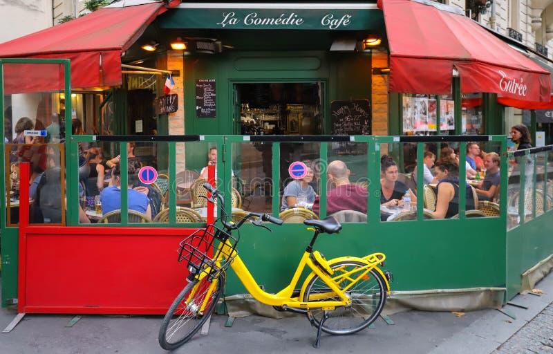 Ο καφές Λα comedie είναι ένας χαρακτηριστικός παρισινός καφές που βρίσκεται στην περιοχή Marais του Παρισιού, Γαλλία στοκ εικόνες με δικαίωμα ελεύθερης χρήσης