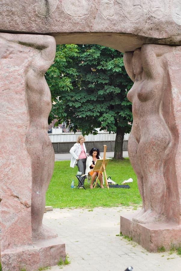 Ο καλλιτέχνης δημιουργεί σε υπαίθριο Kaliningrad στοκ εικόνες με δικαίωμα ελεύθερης χρήσης