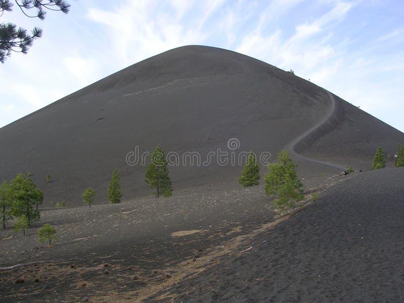 Ο καλυμμένος δια θόλου κώνος της Cinder Lassen NP στοκ φωτογραφία με δικαίωμα ελεύθερης χρήσης