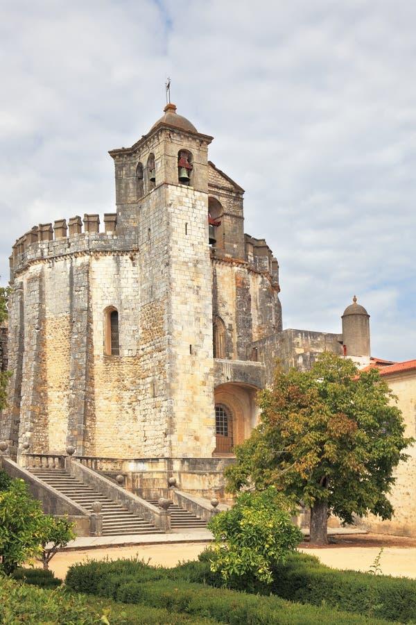 Ο κεντρικός στρογγυλός πύργος και πύργος κουδουνιών στοκ φωτογραφία